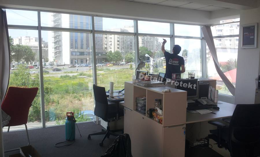 montator-folii-geamuri